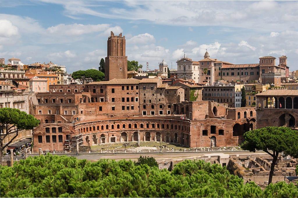 Le marché de Trajan vu depuis le monument à Victor Emmanuel II à Rome - Photo Jebulon
