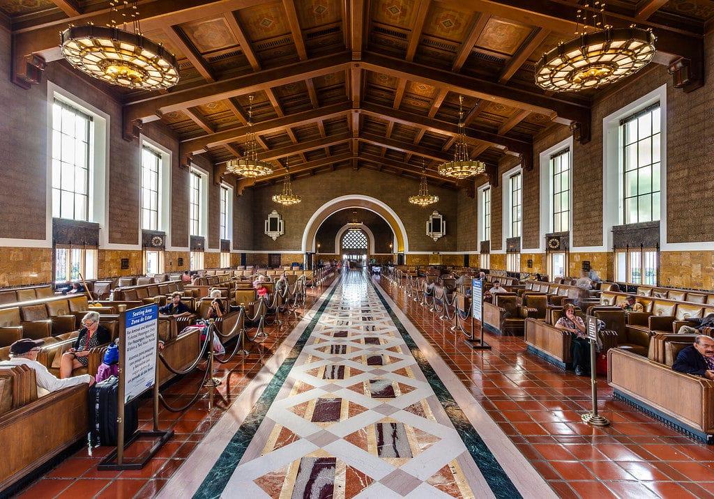Salle d'attente luxueuse de la gare ferroviaire de Los Angeles : La superbe Union station.