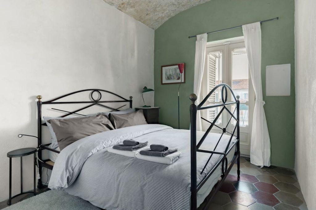 Airbnb à Turin : Charme retro dans le quartier branché.