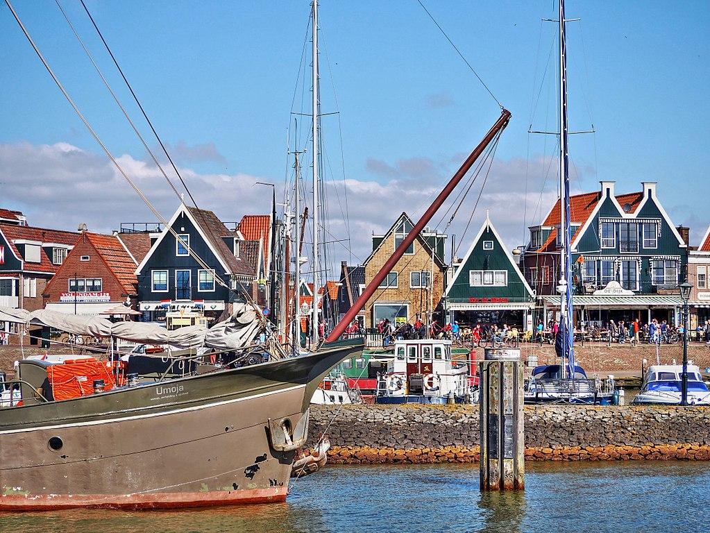 Vue sur le port de Volendam près d'Amsterdam au Pays-Bas - Photo de Joiseyshowaa