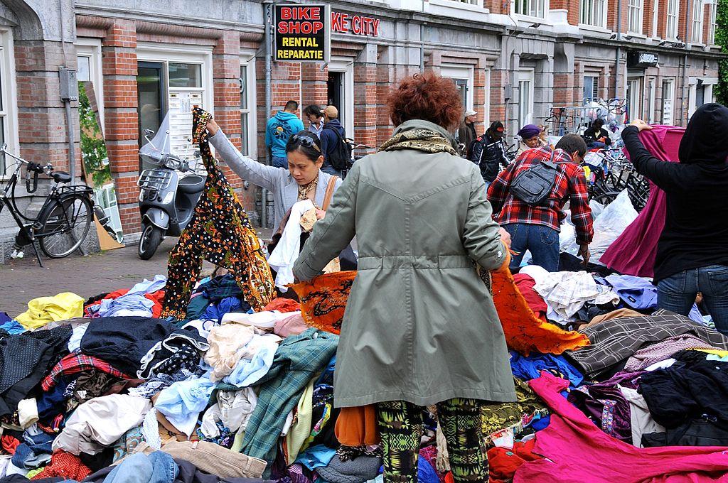 Sur le marché de Waterlooplein à Amsterdam - Photo de facemepls