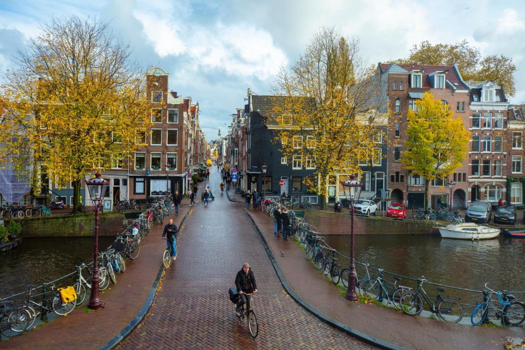 Vue depuis l'Amsterdam Wiechmann hotel, hôtel dans le quartier de Jordaan.