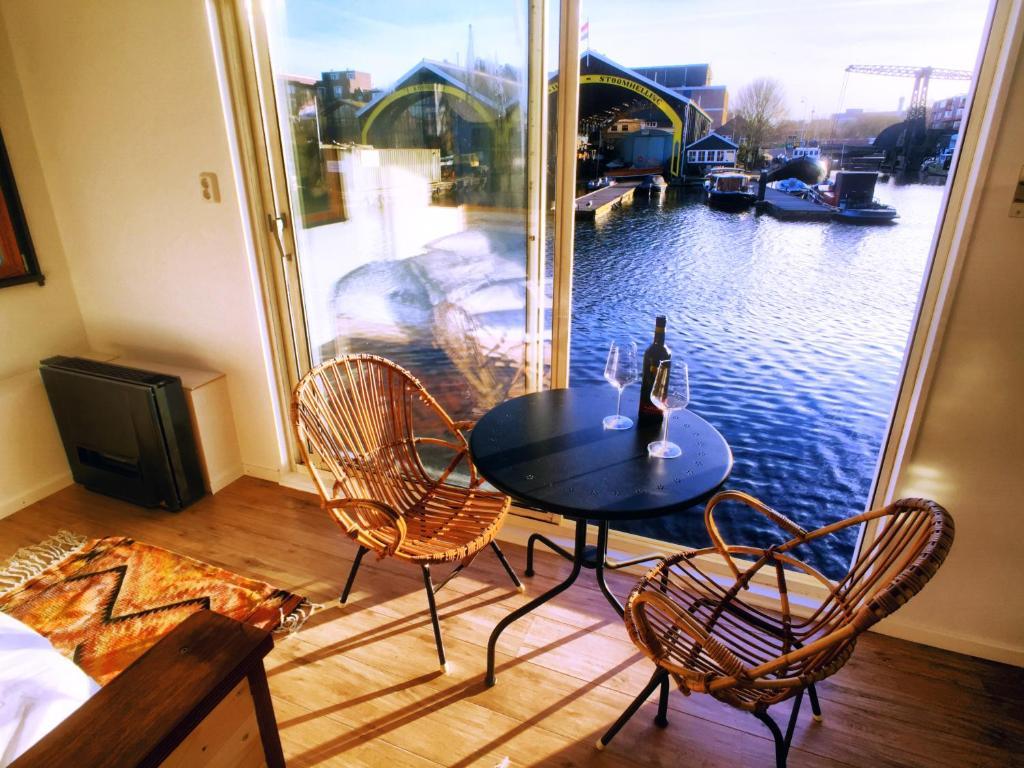 B&B sur péniche Concordia, hotel dans le quartier de Plantage à Amsterdam.