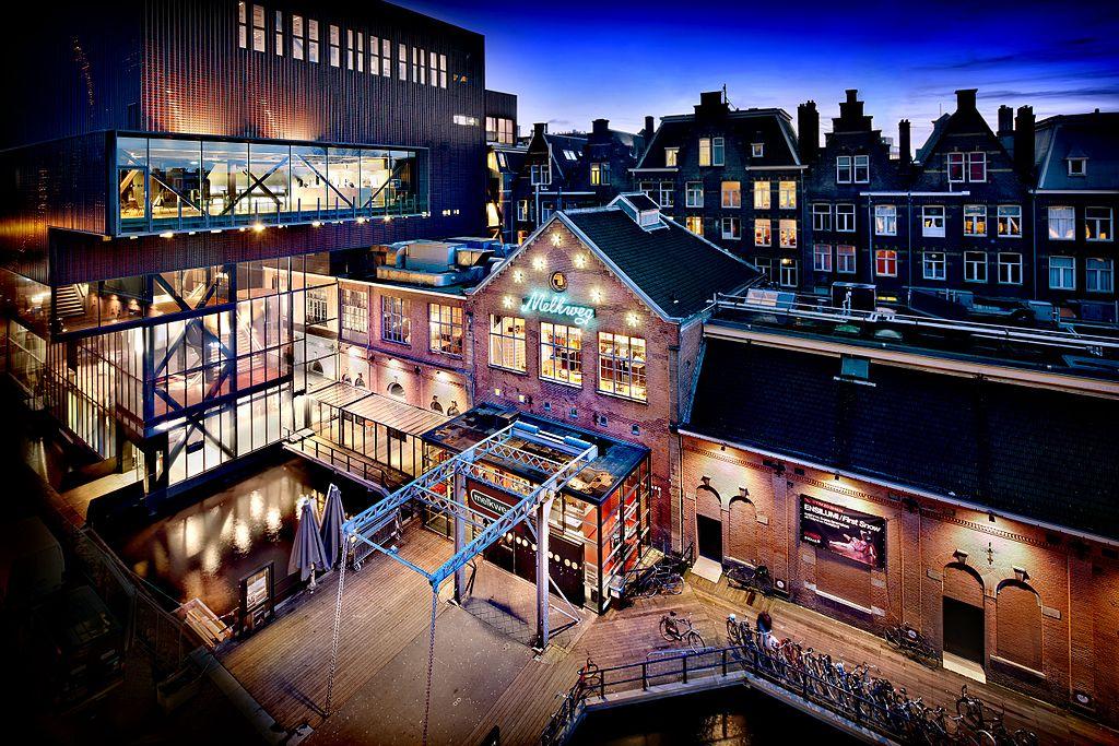 Melkweg, l'un des centres culturels les plus importants d'Amsterdam dans le quartier de Leidseplein - Photo de DigiDaan