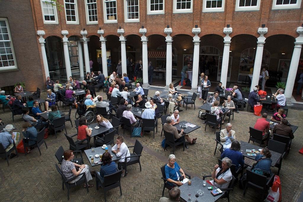 Café dans la cour du Musée d'histoire d'Amsterdam.