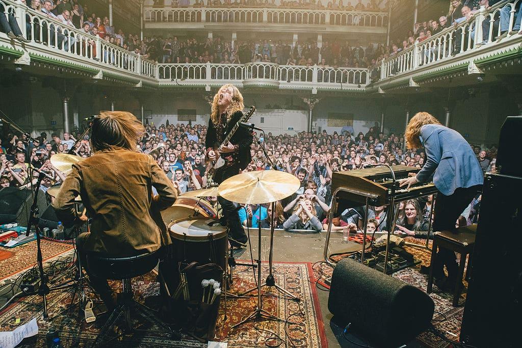 Concert de DeWolff dans l'ancienne église désaffectée du Paradiso dans le quartier de Leidseplein à Amsterdam - Photo de Robinpiso