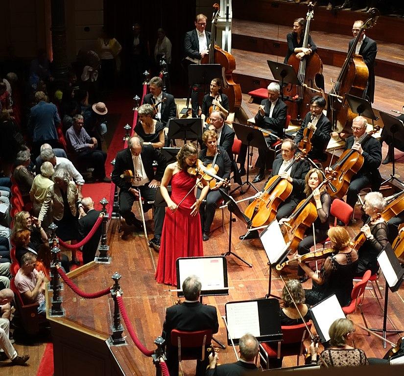 Sur la scène du Concertgebouw dans le quartier des musées à Amsterdam - Photo d'Ellywa