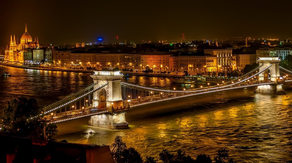 Hébergement et féerie nocturne à Budapest.
