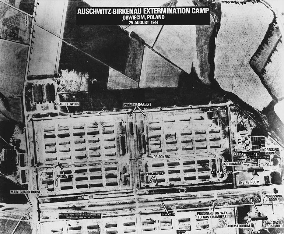 Vue aérienne partielle de Auschwitz II Birkenau.