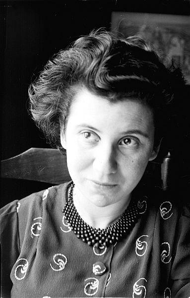 Etty Hillesum, auteure hollandaise de lettres et d'un journal intime décrivant son éveil religieux et les persécutions des Juifs à Amsterdam. Assassinée à Auschwitz.