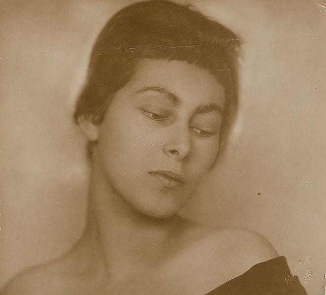 Hedwig Dülberg-Arnheim est une artiste dessinatrice juive allemande assassinée à Auschwitz.