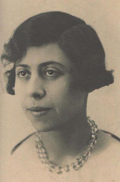 Irène Némirovsky est une écrivaine juive russe d'expression française assassinée à Auschwitz. Elle est le seul écrivain à qui le prix Renaudot ait été décerné à titre posthume.