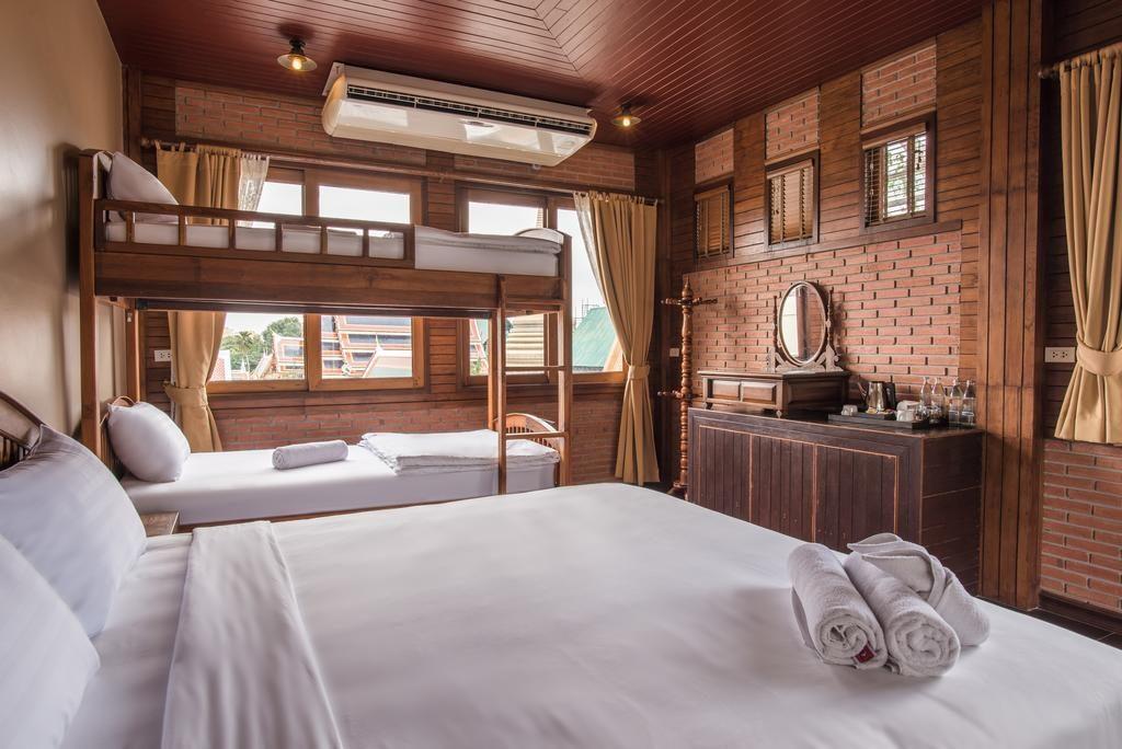 Hotel original, calme et agréable à Bangkok : Feung Nakorn Balcony Rooms and Cafe.