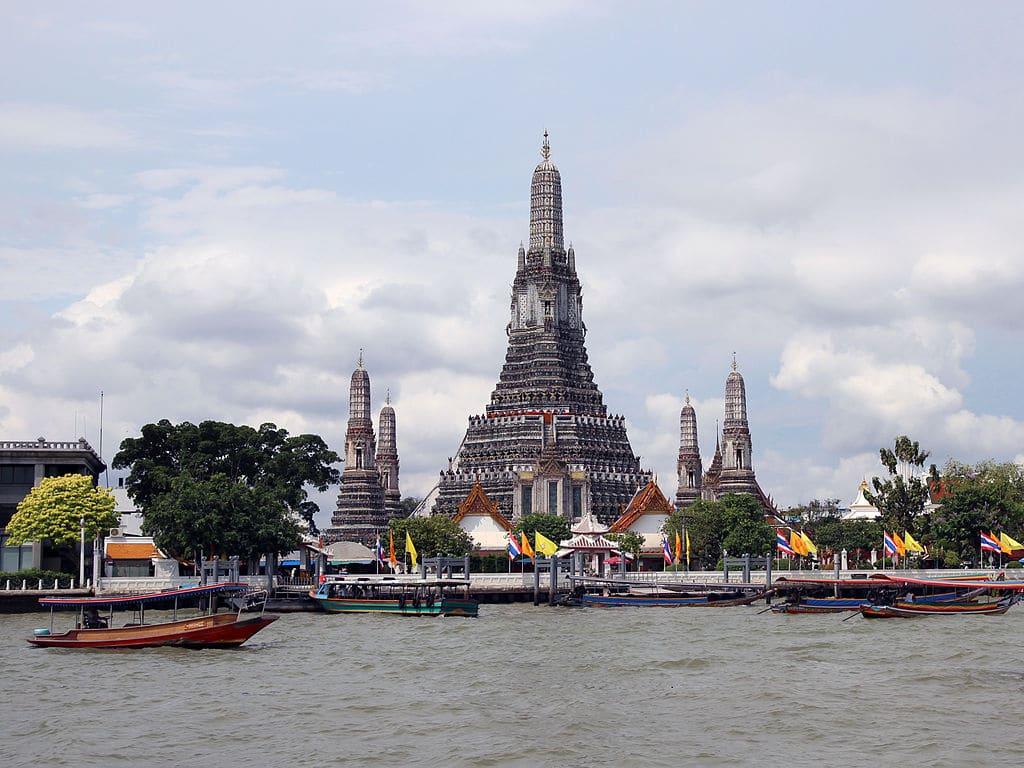 Monument emblématique de Bangkok : Le temple de Wat Arun à Bangkok. Photo de Rolf Heinrich, Köln