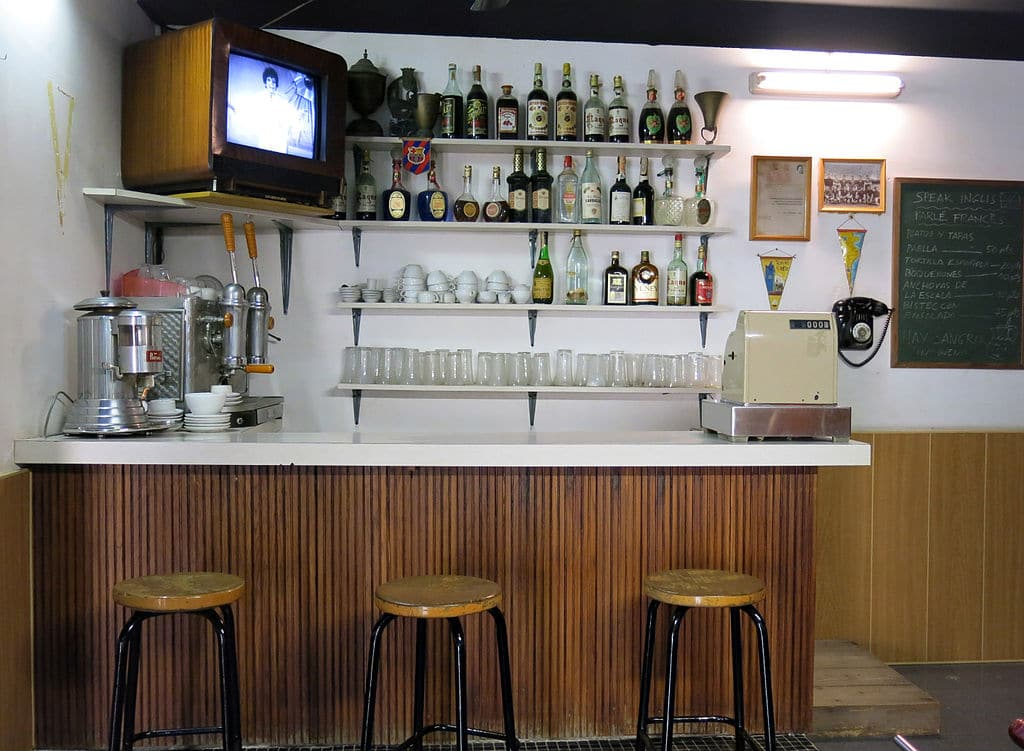 Reconstitution d'un bar dans les années 1960 dans le musée d'histoire de Catalogne - Photo de Enfo