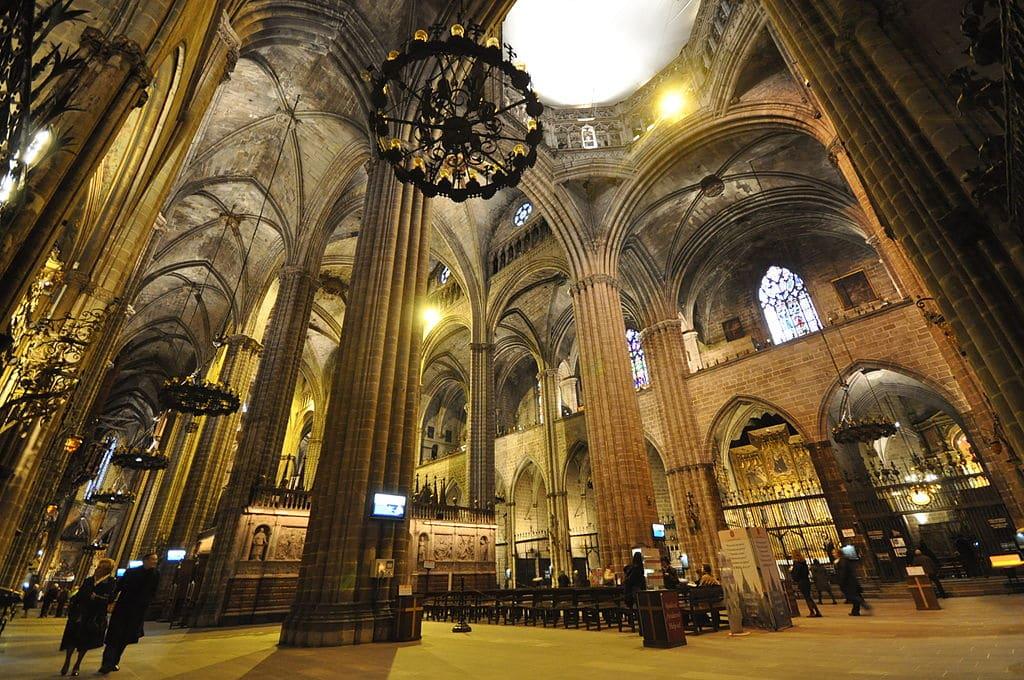 Cathédrale de Barcelone dédiée à la martyre chrétienne Sainte Eulalie dans la vieille ville (Gotico). Photo de Jorge Lascar.