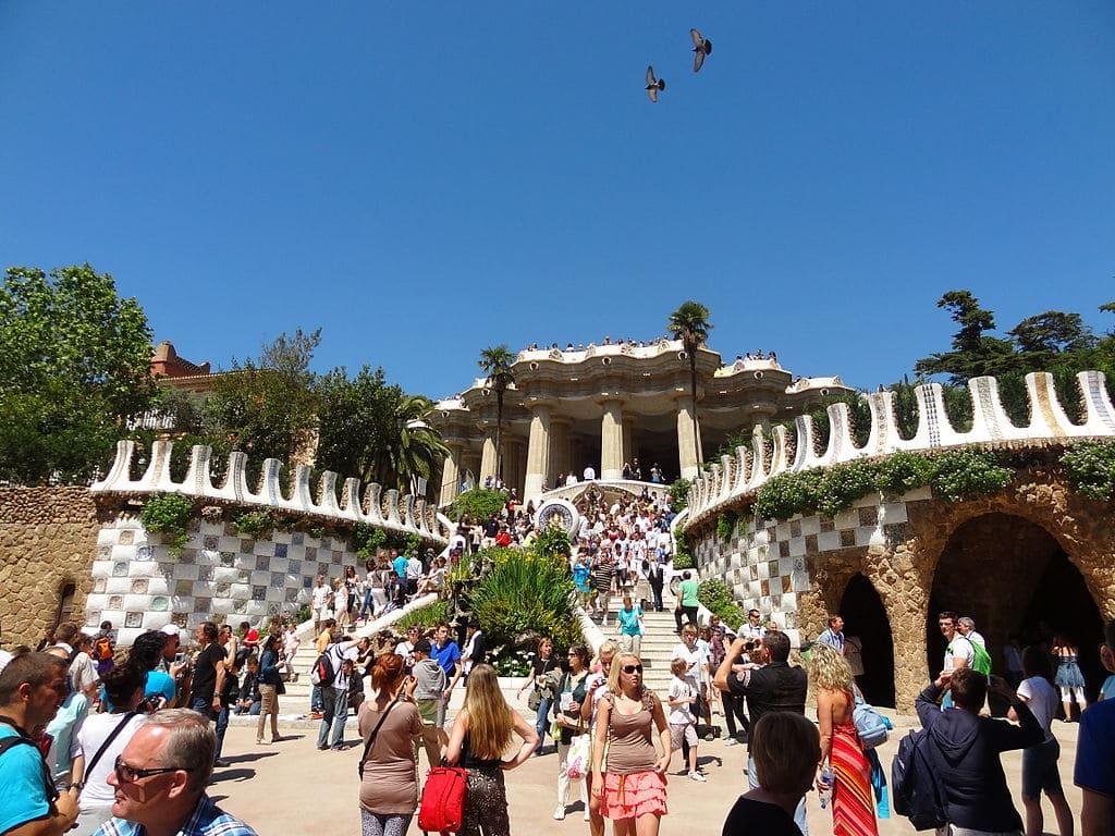 Affluence commune à l'entrée du Parc Guell dans le quartier de Gracia à Barcelone. Photo de Prem Kaji Kafle