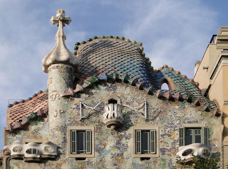 Toit de la Casa Batlo de l'architecte Gaudi à Barcelone - Photo de Bernard Gagnon.