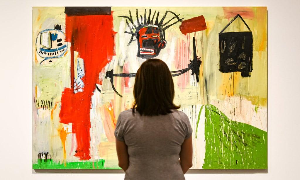Devant l'Autoportrait de Basquiat dans le musée d'art contemporain de Barcelone (quartier du Raval) - Photo de Jorge Franganillo