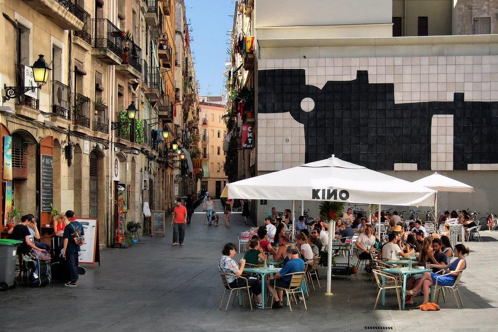 Terrasse dans le quartier du Raval à Barcelone - Photo de Jorge Franganillo