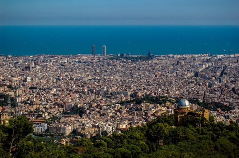 Vue sur Barcelone et la mer - Photo de Rodrigo Paredes