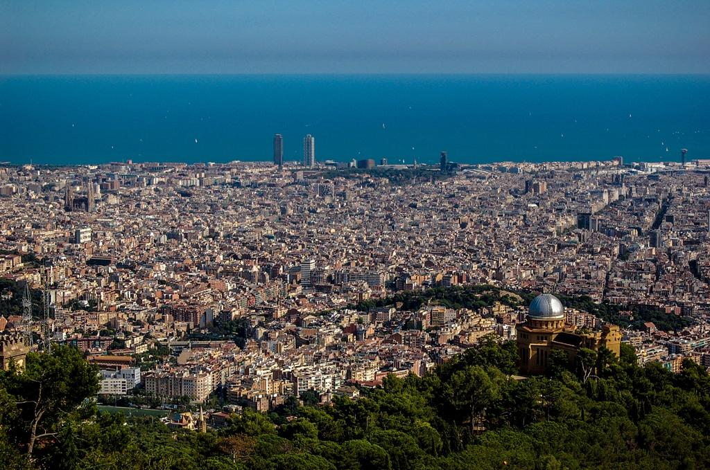 Vue de Barcelone et de ses quartiers depuis la colline de Tibidabo - Photo de Rodrigo Paredes