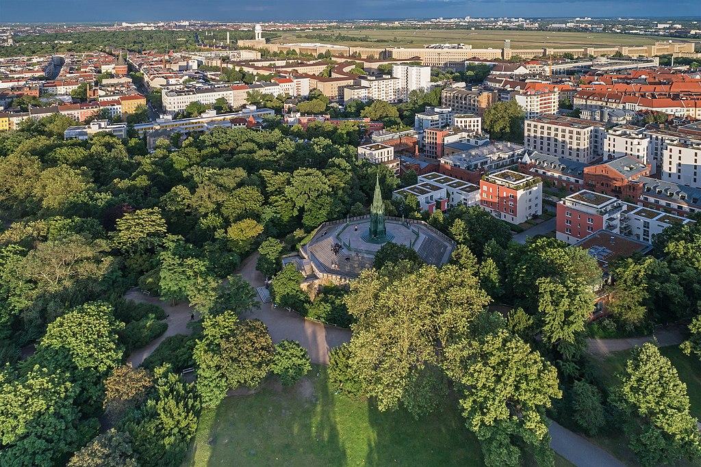 Vue aérienne sur le parc de Viktoriapark dans le quartier de Kreuzberg à Berlin - Photo de A.Savin