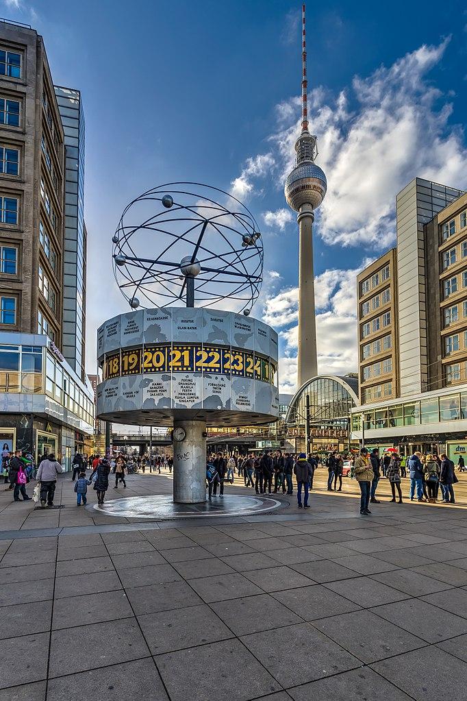 Horloge astronomique sur l'Alexanderplatz à Berlin - Photo de Mhx / Licence CC-BY-SA-2.0