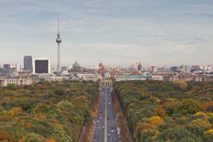 Fernsehturm, tour de TV de Berlin : Communisme et croix de lumière [Mitte]