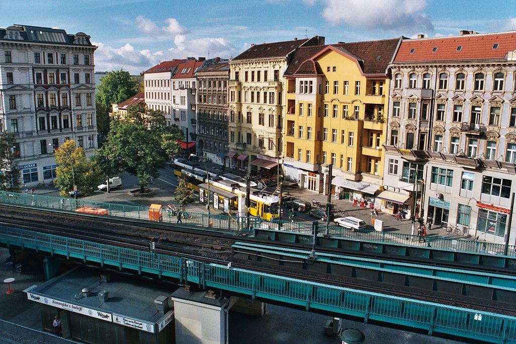 métro aérien à Kastanienallee dans le quartier de Prenzlauer Berg à Berlin - Photo d'Abaris
