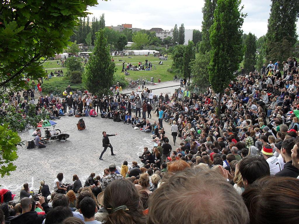 Karaoké au Mauerpark dans le quartier de Prenzlauer Berg à Berlin. Photo de Niels Elgaard Larsen