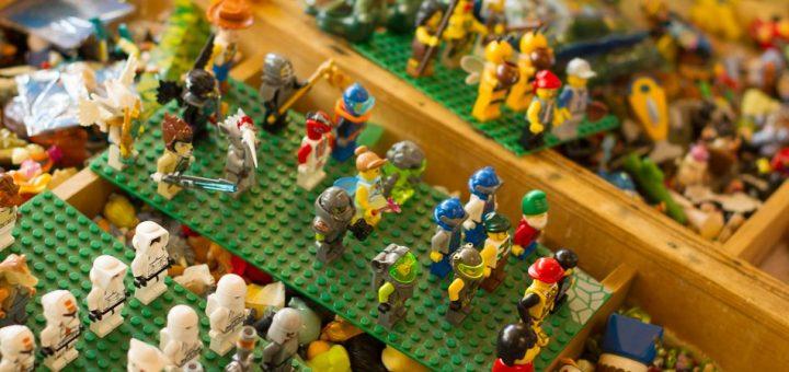 Figurine de lego dans le marché aux puces à Budapest