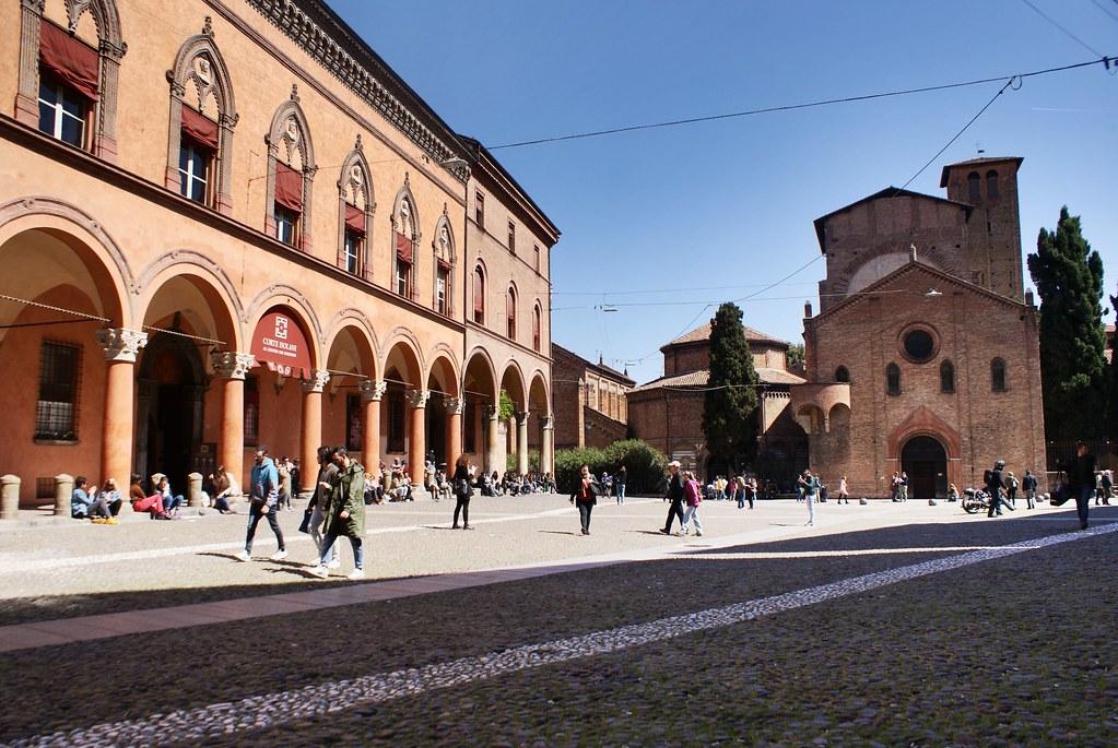 Place et basilique Santo Stefano à Bologne : Incontournable !