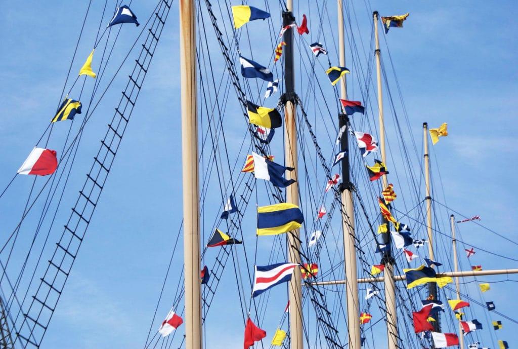 Fanions et drapeaux du bateau SS Great Britain de Brunel à Bristol.