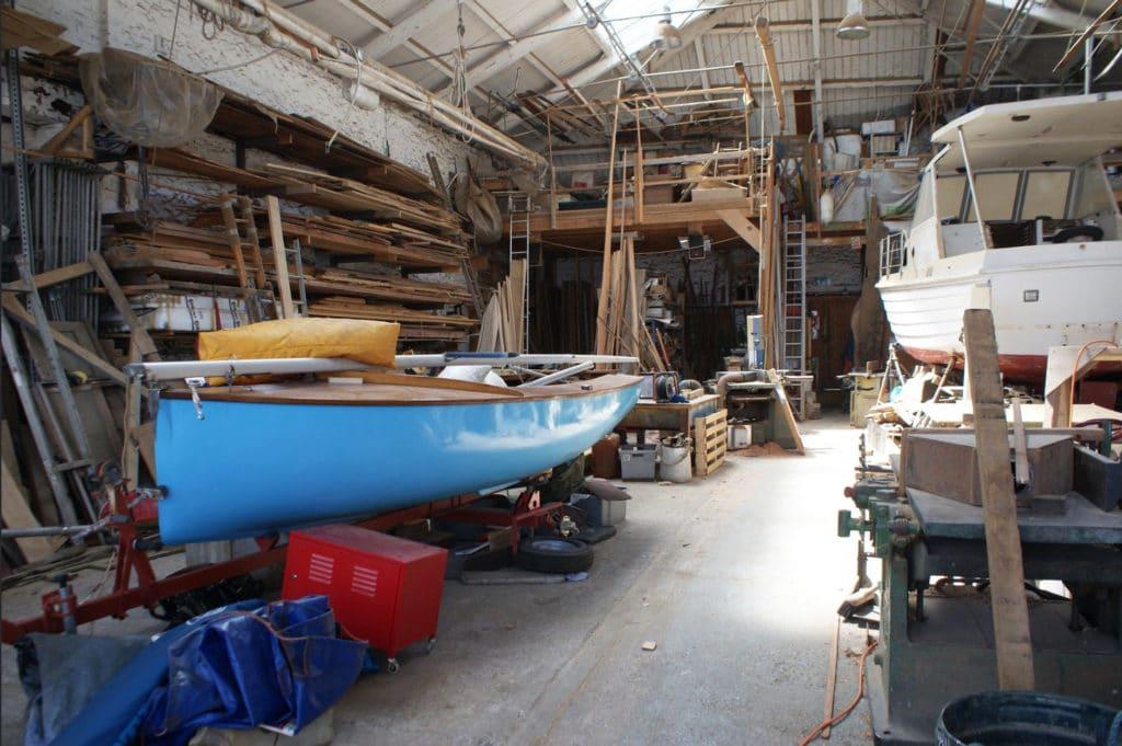 Réparation de bateaux dans le quartier du port à Bristol.