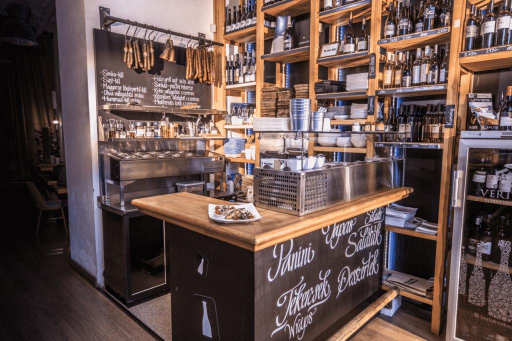 Bar à vin Palack à Budapest : Du vin et des planches à deux pas d'un superbe bains. Je dis ça, je dis rien.