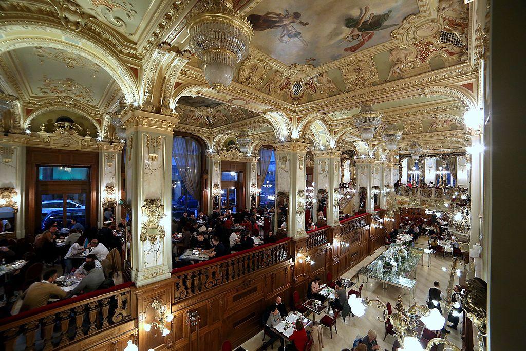 Café néo-baroque New York palace et son café à Budapest – Photo de Thaler Tamas