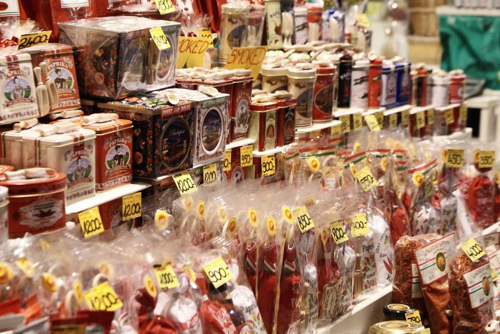 Stand de paprika dans le Grand marché de Budapest