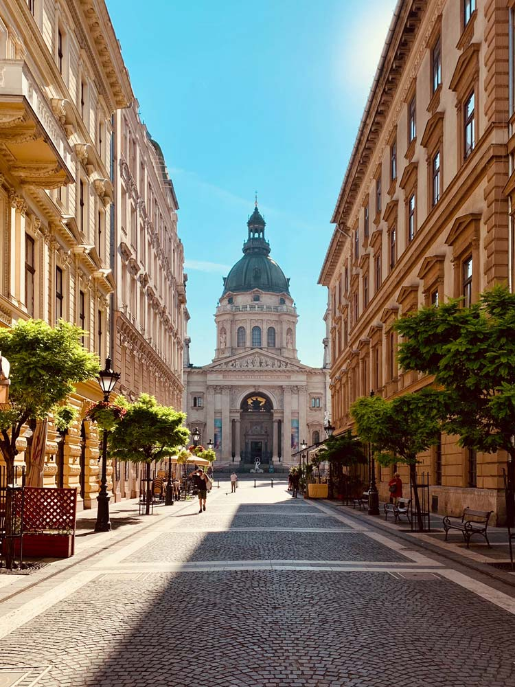 Basilique Saint-Etienne quand le quartier de Lipotvaros à Budapest - Photo de Zalan Szabo