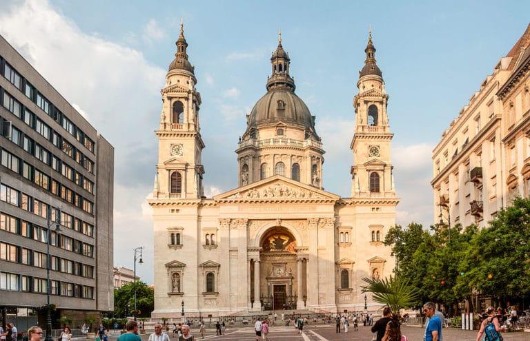 Quand venir à Budapest en Hongrie ? Climat et météo à 7 jours. Photo de la Basilique Saint Etienne.