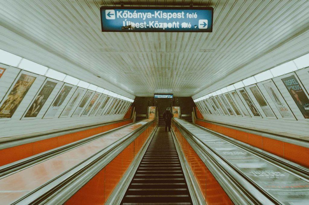 Ambiance 2001 Odysée de l'espace : Se déplacer à Budapest en métro - Photo de Nguyen Minh