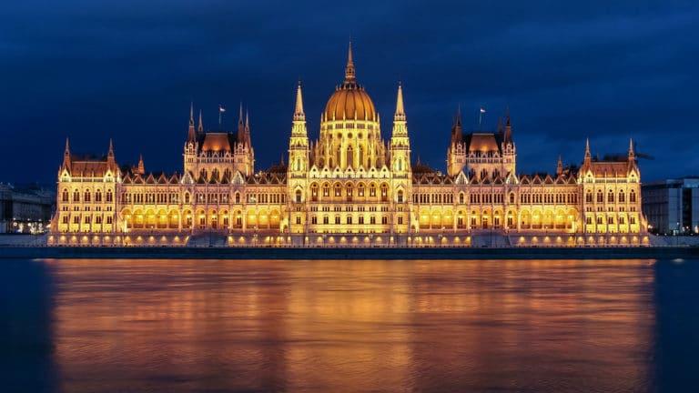 Parlement de Hongrie au bord du Danube à Budapest - Photo de Jorge Franganillo
