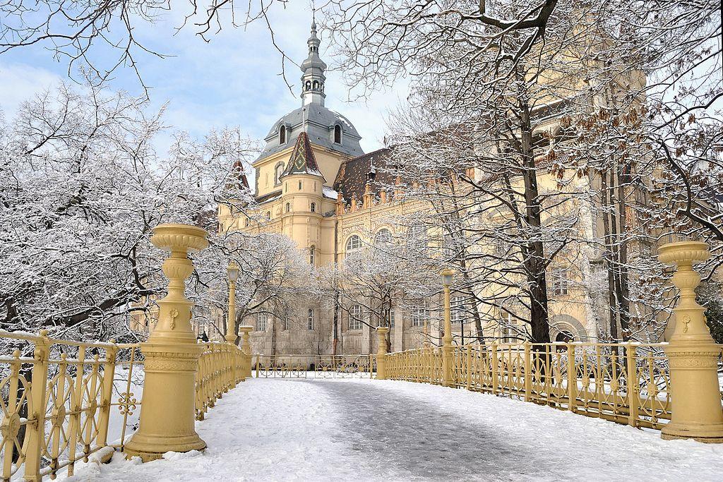 Chateau de Vajdahunyad dans le parc de Varosliget - Photo d'EtelkaCsilla