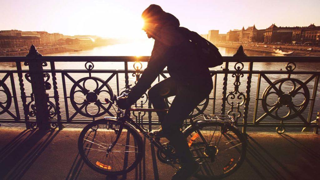 Se déplacer en vélo à Budapest : Location, pistes cyclables et conseils - Photo de Viktor Keri.
