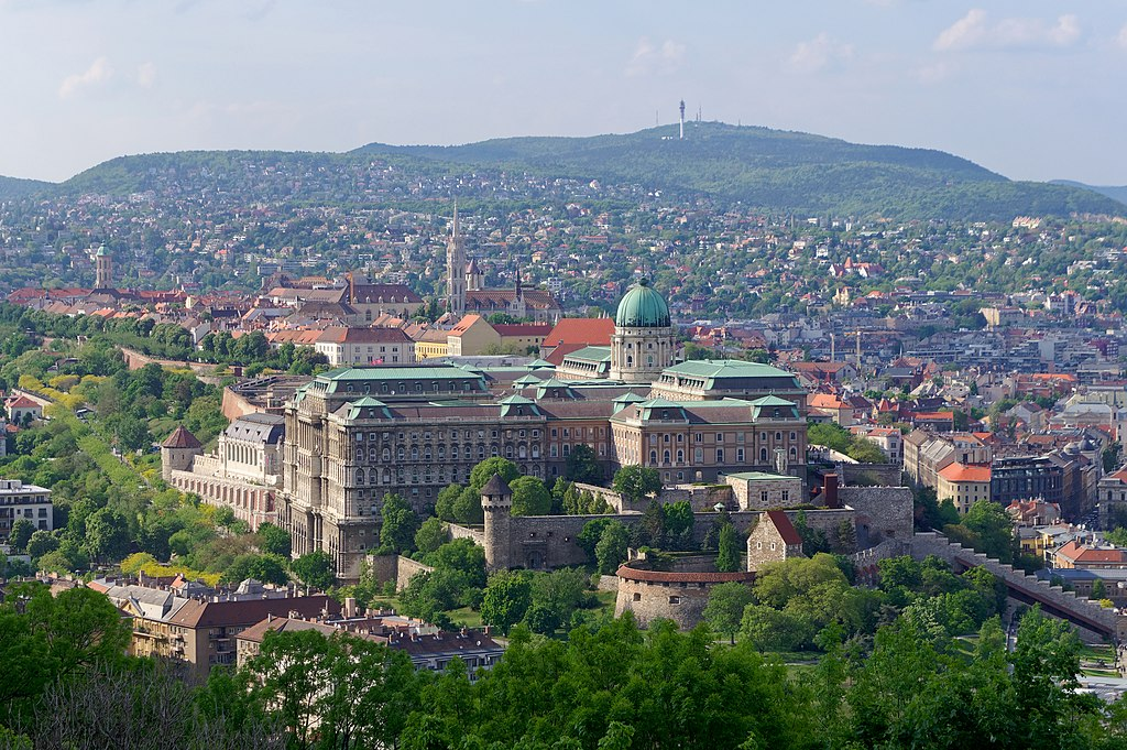 Vue sur le Palais de Budapest depuis le mont Gellert - Photo de Jakub Halun