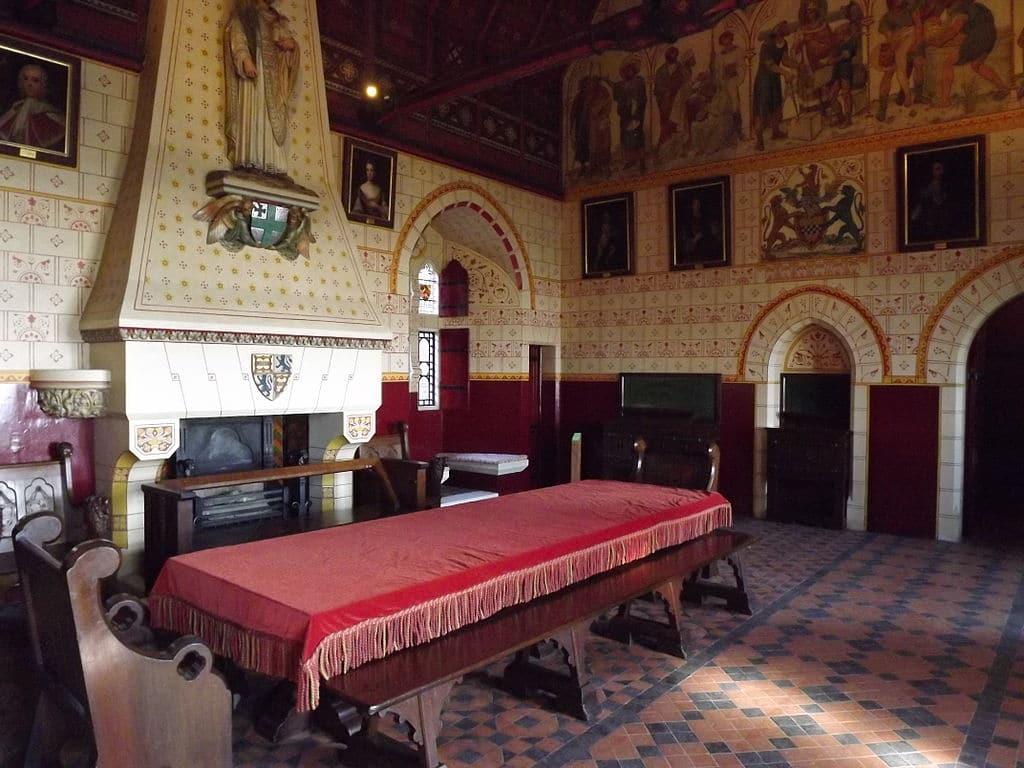 Intérieur du chateau Castell Coch Banqueting Room à Cardiff - Photo de Hchc2009