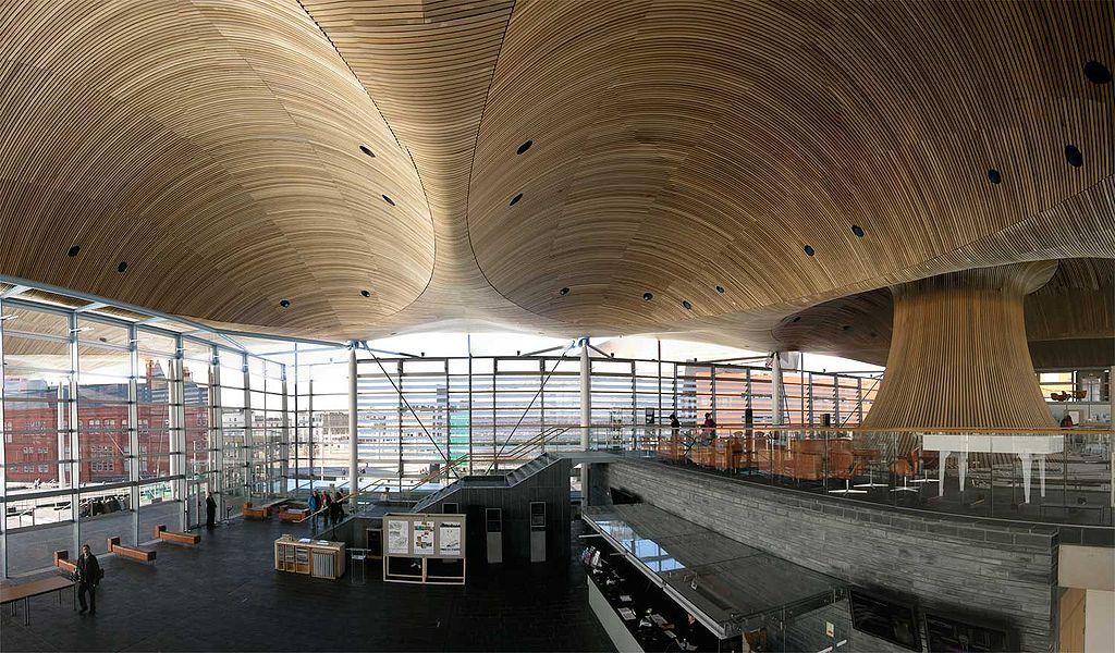 Intérieur de la Senedd, l'assemblée nationale galloise dans la baie de Cardiff.