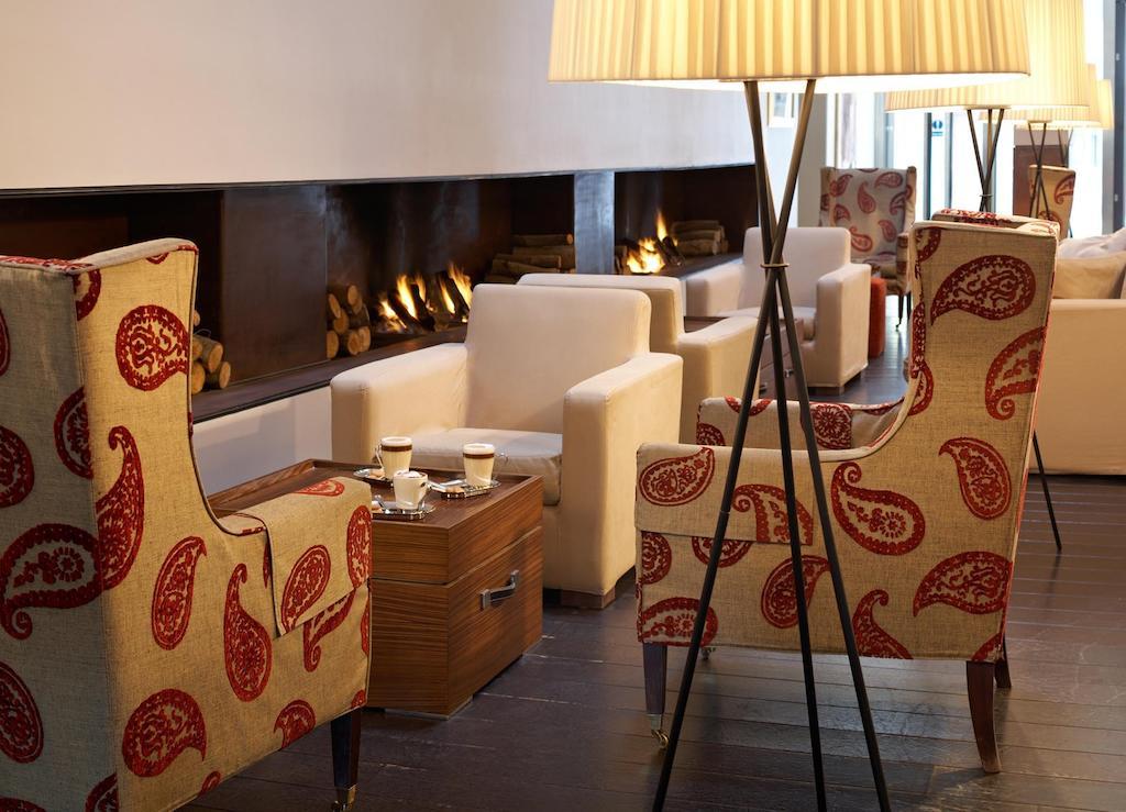 Dans le salon de l'hôtel Park Plaza à Cardiff