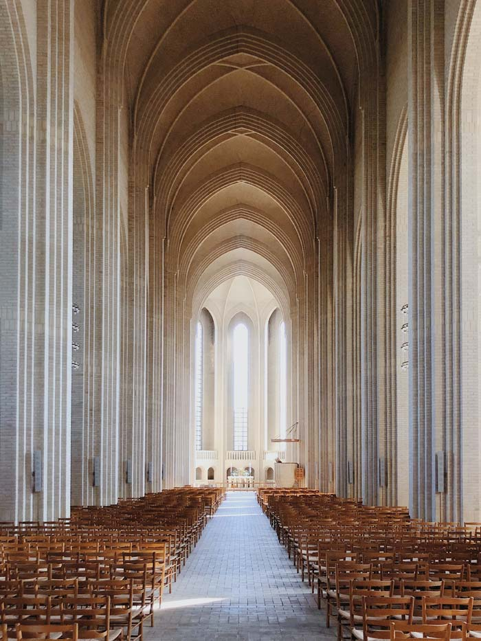 Intérieur de l'église de Grundtvig à Copenhague - Photo de Kirill