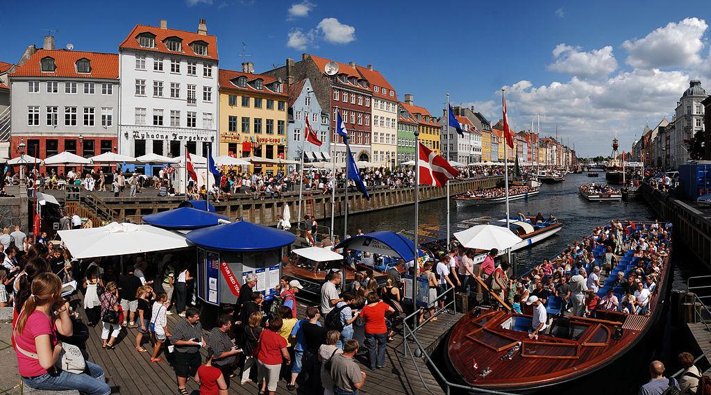 Canal Nyhavn à Copenhague : La carte postale touristique [Indre By]